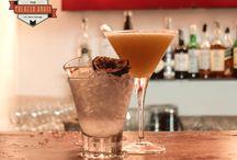 Beveraggi / I nostri beveraggi sono il frutto della fusione tra diverse culture, esperienze ed abitudini. Il barman diventa chef, tendenza del buon bere del nuovo millennio chiamata mixology.