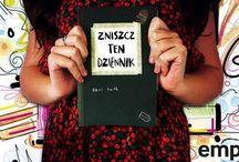 Kreatywna destrukcja, czyli... / Zniszcz ten Dziennik,czyli polski odpowiednik Wreck This Journal, to książka nakłaniająca do kreatywnej destrukcji, krok po kroku, każdej ze stron.