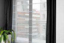okno w salonie