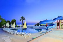 Hünkar Palace Beylere Özel / krallar gibi ağırlanacağınız bir tatil için.  Bir senenin yorgunluğu Side'nin eşsiz doğasında, Hunkar Palace'de atılır. Huzurlu ve eğlenceli bir tatile hoş geldiniz. Denize sıfır plajımızda vakit geçirebilir, dilerseniz nargilenizi keyifle sahilde içmenin keyfine varabilirsiniz. Çok keyifli bir tatil Sizi bekliyor. Hünkarda geçireceğiniz günleri unutamayacaksınız.