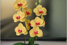 Composizioni floreali a crochet