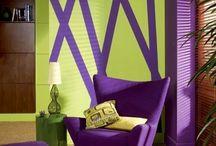"""Farbe des Jahres 2018 / Pantone hat in diesem Jahr Ultra Violet Pantone als Farbe des Jahres gewählt. Ein Lilaton mit blauer Basis, nicht nur in spiritueller Form ein mächtiger Farbton. Dunkle Lilatöne sind schon lange ein Zeichen der Gegenkultur, der Ungepasstheit  und der künstlichen Brillanz. Ultravilolet lässt sich gut mit andren Farben kombinieren. Verbunden mit hellen Grüntönen, oder Türkis entwickelt sich dieser zu einer """"Mächtigen"""" Farbkombination. Quelle: Pantone.com"""