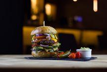 Dania z wołowiny w Piance z Tanka / W menu Pianki z Tanka znajdziecie bogaty wybór dań z wołowiny - burgery i soczyste steaki. Przy tak dobrym mięsie aż się prosi o kufel świeżego piwa.  http://piankaztanka.pl/menu/#sniadania