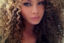 Girls with curly hair <3
