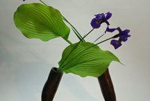 Bloemsierkunst / Allerlei vormen van bloemsierkunst: boeketten, ikebana, kunstwerken...