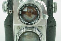 """Photopower / Colección de cámaras y elementos para la fotografía y el video. Coches de época, especialmente el """"pato"""" y el """"Duesenberg-J"""", ajuar de Photopower, el personaje central de mi última novela."""