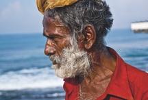 Levent Özçelik'in Sri Lanka'sı  / Serbest gazeteci, yayıncı, fotoğrafçı. Ağırlıklı olarak seyahat ve spor konulu yazılarıyla tanınıyor; dünyanın farklı coğrafyalarında çektiği fotoğraflar çeşitli sergilerde yer alıyor, kitaplarda yayınlanıyor. Son Sri Lanka seyahatinde kamerasını bu egzotik adanın insanlarına çeviren Özçelik'in objektifinden Sri Lanka bu ay Bone Pinterest'te.