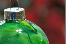 Glass clear xmas balls using melted crayons