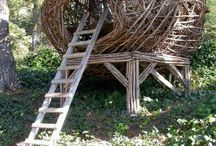Natural outdoor play spaces / Outdoor environments and creations inspired by nature or created with natural materials and elements