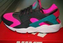 Nike Air Huarache / Toutes les Air Huarache sont chez The Social Sneaks. Achetez et Vendez vos sneakers.