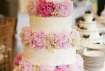 Tort z różowymi piwoniami