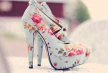 chaussures chaussures chaussures / by Lexyyy