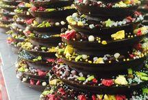 Navidad / En Navidad ofrecemos también servicio de lotes a domicilio. Crea tu propio lote, turrones, jamones, chocolates, delícias saladas como foie, caviar, conservas...