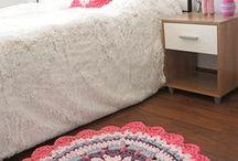 alfombra rosa con totora