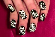 nails / by Emilee Jacobs