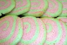 Christmas Cookies / Some of my favorite Christmas cookies from Ciao Italia and around the web.