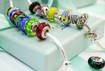 Gioielli & Bijoux / Gioielli, bijoux, accessori, bracciali, charms, anelli, collane, orecchini, orologi, ciondoli