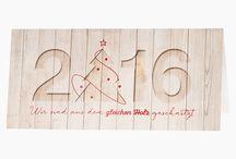 """Neujahrskarten 2015/2016 / Das Weihnachtsfest ist vorbei und Sie möchten noch Grüße zum Jahreswechsel versenden? Hier finden Sie Neujahrskarten für den geschäftlichen und privaten Bereich mit Ihrem persönlichen Neujahrsgrüßen. Moderne Designs, effektvolle Kartons oder internationale Neujahrsgrüße machen unsere Neujahrskarten zu etwas Besonderem. Auch Neujahrs-Charitykarten """"Spendenkarten für den guten Zweck"""" können Sie bei uns bestellen."""