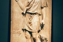 antichità / Statue, mosaici, pitture parietali e reperti del mondo classico.