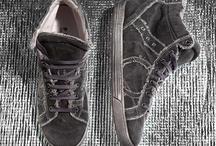 Playhat CANVAS / Sneakers realizzate in Canvas colorato! La tintura in lavatrice dona alla scarpa un effetto sfilacciato, i colori spaziano dalle tonalità fango ai grigi o blu.
