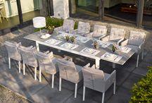 Caribean diningset (uitschuifbaar) | BuitenHof Collectie / De Caribean diningset bestaat uit een Anabel tuintafel en 8 Caribean tuinstoelen incl. All Weather kussens. De tafel is 220 cm lang en het glasblad is uitschuifbaar naar 340 cm. Door de tafel uit te schuiven creert u gemakkelijk extra zitplaatsen.   De tafel is ook in het zwart leverbaar. Tevens zijn de stoelen ook in meerdere kleurencombinaties te verkrijgen.