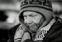 On street - Poverty / Uomini e donne in cerca di chissà che cosa; senza casa anche se il mondo e le sue strade è la loro casa. Storie che si trascinano sulle strade, strade che si fanno segnare da queste storie.