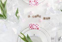Saint-Valentin // Décoration de table / Inspiration décoration de table pour la fête des amoureux Art de la table Thématique de l'amour - coeur - rouge