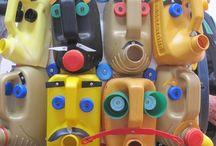 Riciclando fustini plastica e bottiglie