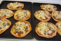 Gluten Free Pizza, Flatbreads, Stromboli,Tortillas and Flaxwraps / On this board you will find Gluten Free Pizza, Flatbread, Stromboli, Tortillas and FlaxWrap Recipes.  #GlutenFreePizza #GlutenFreeFlatbread #GlutenFreeStromboli #GlutenFreeTortilla #GlutenFreeFlaxwrap #EasyGlutenFreeRecipes #GlutenFreeRecipes