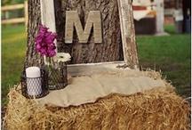 STRAW BALE WEDDING DECORATION