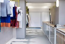 SCEG_Urban Bazaar / A place conceived as a contemporary art gallery.  A retangular with heightened perspective, where the focus is on the two long sides. The part with the clothes exhibited at constant step from the entrance at the end, and in front of them a till desk.  A lighted curtain gives identity and utility: suspended structure ephemeral like an urban bazaar that welcomes and showcases the designers from all over the world.
