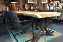 Boomstamtafel met industrieel stalen onderstel, kom eens kijken naar de mogelijkheden bij Chairs@Home