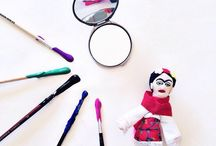Frida Kahlo   Art Projects for Kids / Art projects, lesson plans and unit studies to introduce kids to the art of Frida Kahlo.  art history for kids, homeschool art, art projects for homeschool, art history lesson, art history unit study, learning about artists, famous artists, homeschool art projects, homeschool art curriculum, homeschool art lessons, homeschool art history, charlotte mason art, unschooling elementary