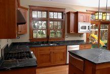 Craftsman-Bungalow Kitchen Designs / Classic Craftsman style kitchens and kitchen lighting