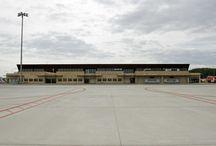 Aeropuerto de Salamanca / El aeropuerto de Salamanca forma parte de la base aérea abierta al publico civil de Matacán. Está situado a quince kilómetros al este de la ciudad, en los términos municipales de Machacón, Calvarrasa de Abajo y Villagonzalo de Tormes. http://ow.ly/GwYgd