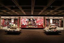 National Theatre - Retail Design by Lumsden / National Theatre Bookshop takes centre stage.