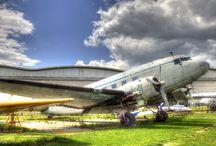 Ailes Anciennes Toulouse / L'association des ailes anciennes Toulouse installée à Blagnac    restaure des avions, des hélicoptères, des planeurs.
