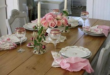 Tablescapes / Images and ideas that might help you design a pretty table.