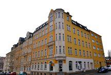 Project Haselbrunn 2 te Plauen Duitsland / Negen appartementen en twee commerciële ruimtes. Het monumentale Haselbrunn 2 dat dateert uit 1900, beslaat een totale oppervlakte van maar liefst 260 m² met een effectieve woonruimte van 808 m². Hoewel de appartementen op geheel moderne wijze zullen worden gerenoveerd, zal German Property Venture de charmante en authentieke sfeer behouden. Hasenbrunn 2 wordt zowel als geheel aangeboden, evenals de negen appartementen en de commerciële ruimtes afzonderlijk.