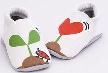Capačky / Mäkké topánočky pre najmenšie deti. Capačky sú vhodné ako prvé topánočky či pre deti, ktoré už chodia. Ideálne do interiéru ako papučky aj na použitie vonku v suchom počasí.