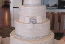 Wedding Cakes / A collection of our favorite wedding cakes from beautiful venues across CT