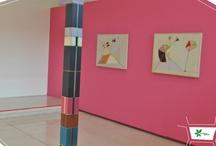 Projetos - Ione Saldanha: O tempo e a cor / Museu Oscar Niemeyer - Projeto arquitetônico/ expográfico: Lorena Bannach