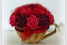 MOJE PW filiżanki z różyczkami / Moje wyplecione z papieru filiżanki udekorowane krepinowymi różami.