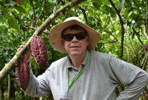 Nos Carnets de voyage / Antton est très impliqué dans la recherche de ses terroirs. Ainsi, notre directeur s'engage chaque année à parcourir le monde pour y rencontrer nos petits producteurs et s'assurer de la qualité de notre cacao.