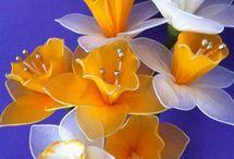 drótkerítés virágok