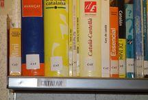 Sección de Idiomas / Dentro del Área del Mundo y Diversidad, 4ª planta de la Biblioteca, encontraréis métodos, diccionarios, gramáticas,obras de creación, revistas, dvs. en versión original, etc. en diferentes lenguas. El objetivo de esta sección es el aprendizaje de una lengua extranjera. Alemán, español para extranjeros, francés, inglés e italiano son el grupo principal.  La lengua portuguesa está en la sección de Portugal, dentro de esta misma área.