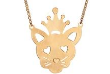 Krouk Madame / Krouk Madame, la marque d'Anne Krouk est un univers glam' rock teinté d'une pointe d'humour. Ces bijoux en argent massif faits mains se destinent à celles qui aiment les bijoux précieux mais qui ne se prennent pas au sérieux... http://www.linea-chic.fr/boutiques/krouk-madame/les-bijoux