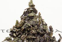 Tè Oolong / L'inconfondibile gusto dei tè Oolong e il fascino della loro storia. Oolong sarebbe la pronuncia occidentale di wu-long che significa drago nero. Drago come la forma delle foglie che alcuni oolong assumono, grazie alla loro lavorazione.
