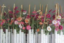 Zomercreaties / Erg leuk om de seizoenen te verwerken in onze zijden creaties. Groot voordeel van de zomercreaties..... in tegenstelling tot verse bloemen in de zomer, hou je deze creaties het hele seizoen mooi en bloeiend!