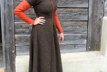 Mittelaltermärkte Kleidung / Inspirationen für unsere Gewandung. Möglichst authentisch und simpel. Details/Farben/Stoffe kann jeder frei wählen!
